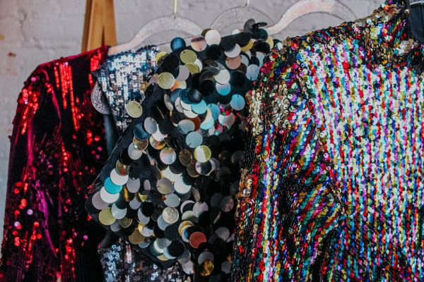 Tis the season to try renting your next party dress. These holiday dress ideas are sure to have you dancing the night away!