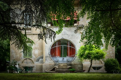 Ferrara Art-Deco House With Round Window