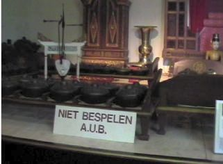 Gamelan Kyahi Paridjata yang berumur 175 thn di Museum Nusantara di Delft, Belanda.