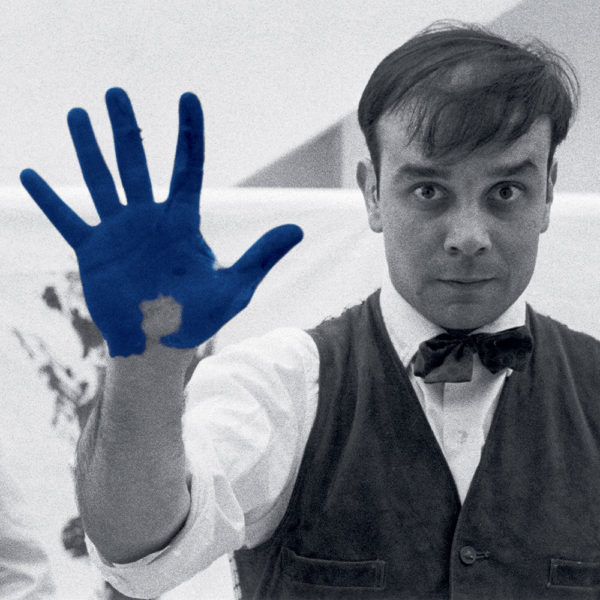 "Yves Klein on the set of the fhilm ""The Heartbeat of France"" in photograph Charles Wilp's workshop, Düsseldorf, February 1961 © Photo Charles Wilp / BPK, Berlin"