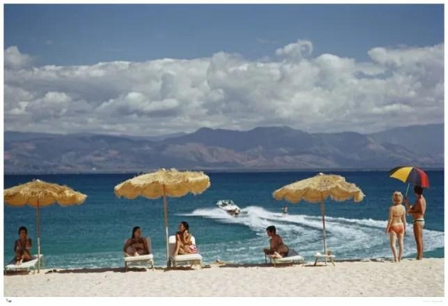 aarons beach art