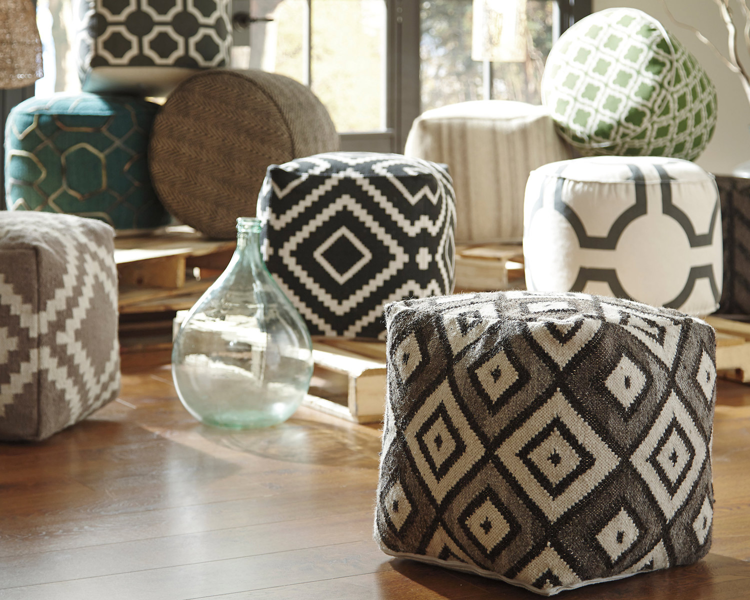 pouf in living room brown couch ideas great tips & for decorating with ottomans