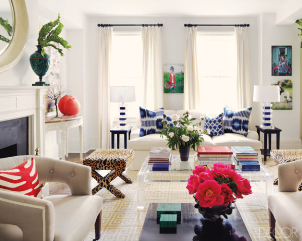15 High Fashion Living Rooms With Geometric Decorator Rugs