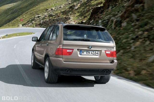 Rear view of a 2004 BMW X5