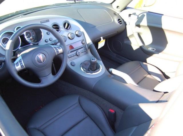 Pontiac Solstice GXP interior