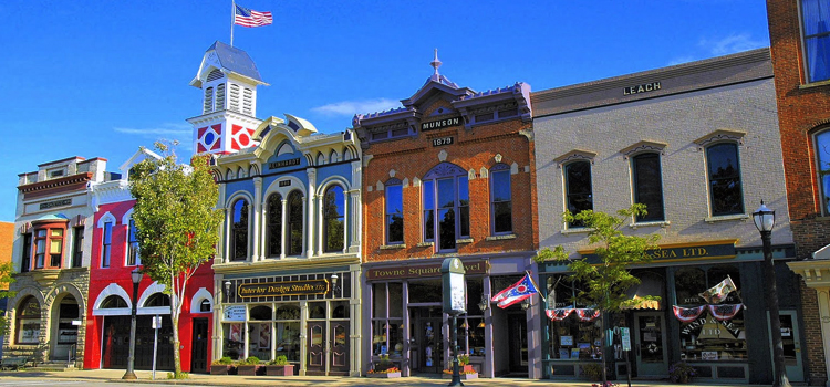fun things to do in medina ohio, picture of the square in medina ohio, picture of business buildings in the heart of medina ohio
