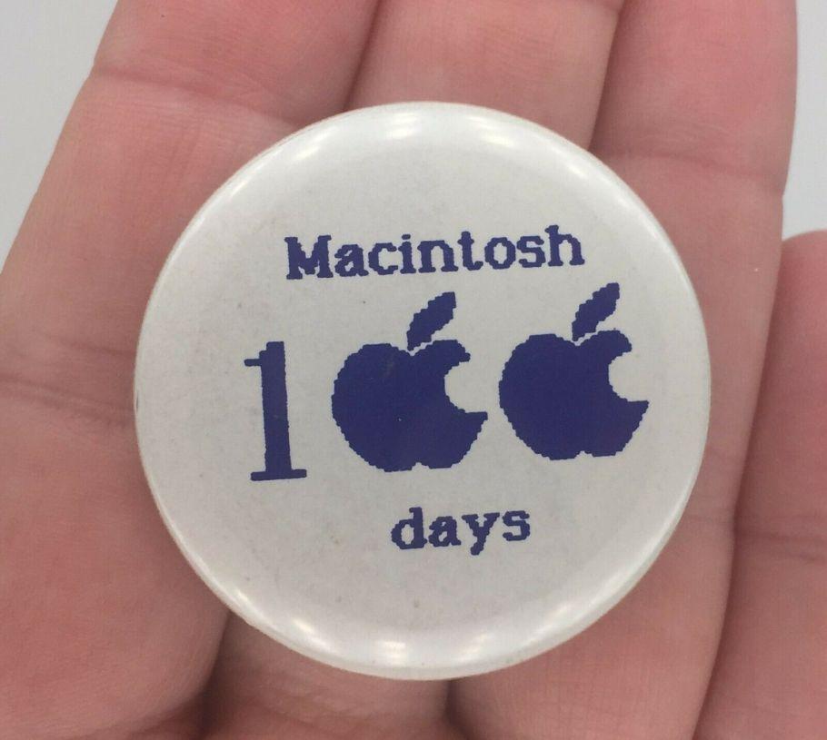 Apple Macintosh 100 days badge