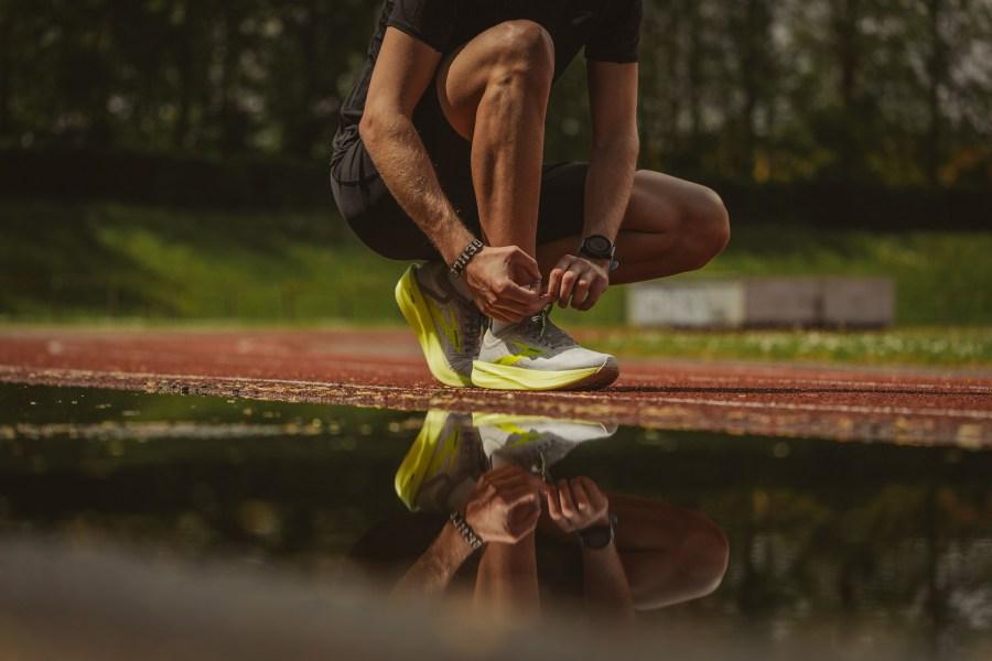 Man tying running shows