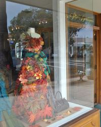 10 Fall Crafts to Decorate Your Shop | Bags & Bows