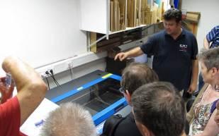 Lasertechnik zum Schneiden und Gravieren mit Licht.