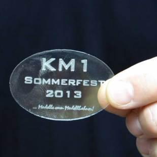 Ein Plastikpellet als Erinnerungsplakette vom KM1-Sommerfest.