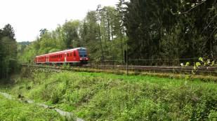 Mit den modernen Dieseltriebwagen fährt man in 7 Minuten über die Steilstrecke!