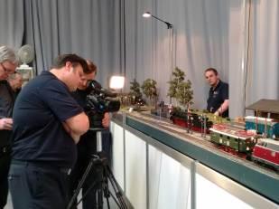 Dreh am KM 1-Messestand unter kritischer Beobachtung von Andreas Krug