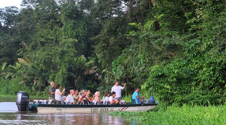 Tortuguero-swamps-boat-ride,