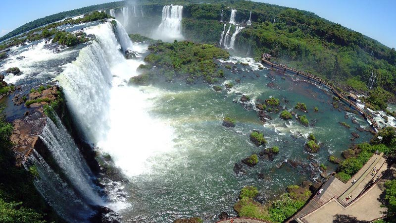 Discover the beauty of the Iguazu Falls in Brazil
