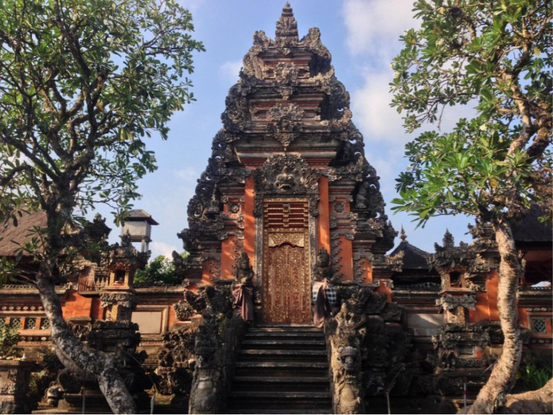 Eat, Pray, & Love Your Way Through Southeast Asia! Our Tips to Travel in the Region