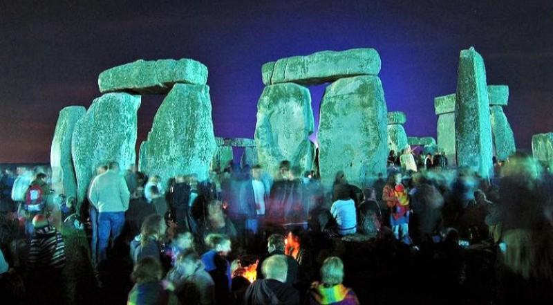 Celebrating the summer solstice in Stonehenge