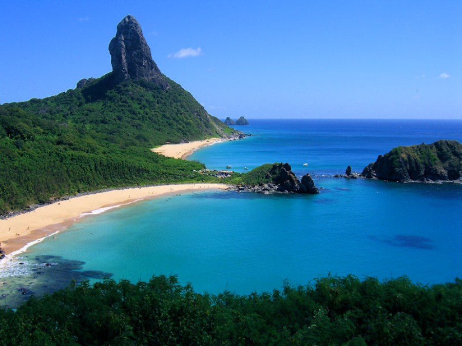 Blue water bay surrounded by white sand beaches and thick vegetation on Fernando De Noronha in Brazil