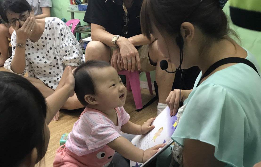 小布老師。從嬰兒手語中看見溝通的本質 | Bananny托育小幫手