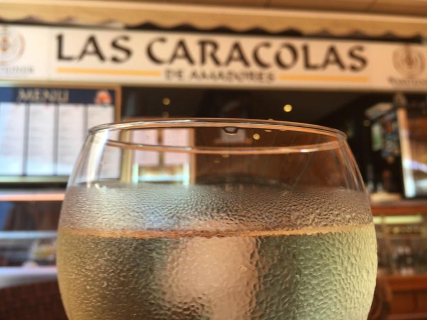 Das Beachrestaurant ist auch abends geöffnet, um in entspannter Atmosphäre beste mediterane Küche zu genießen. Auch der sehr freundliche Service ist hier herausragend.