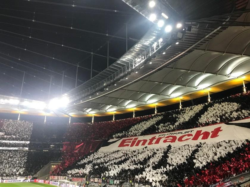 Beeindruckend! Die Adler-Chorei der Anhänger von Eintracht Frankfurt.