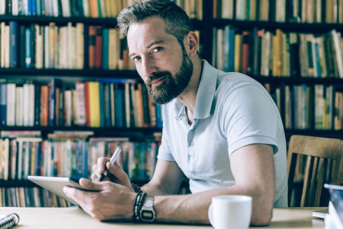 O Shorter long ubiquitous beard, ou o lenhador comportado, é uma das Tendências para barba 2018 mais fortes