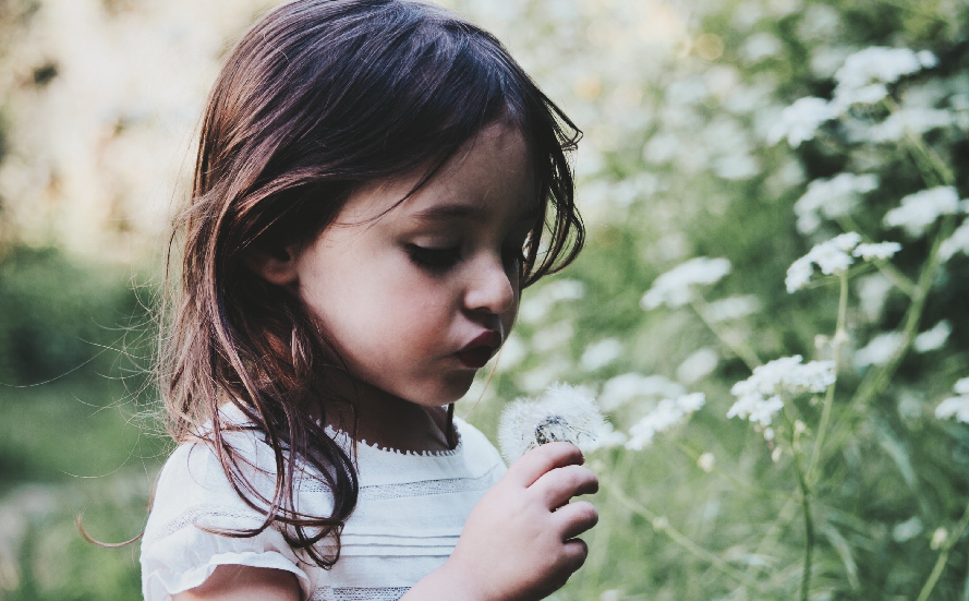 Pour les bébés, pensez aux Eaux Florales à la place des Huiles Essentielles