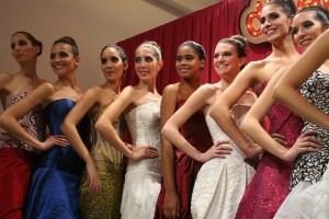 Models waiting for the result of the contest / Modelos esperando por el resultado del certamén