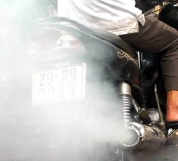 knalpot motor 4-tak keluar asap ngebul