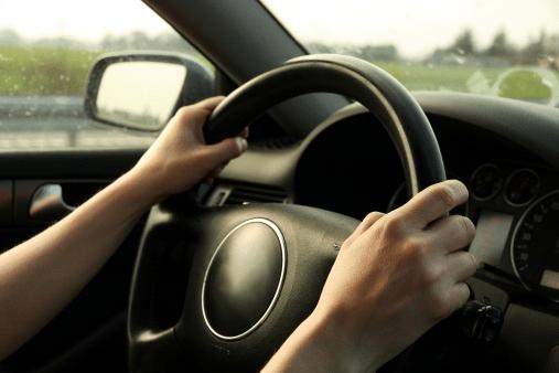 Carro puxando para um lado: motivos e soluções