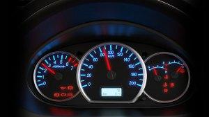 Atenção à luz do freio de mão, ela alerta sobre possíveis problemas referentes ao fluído de freio