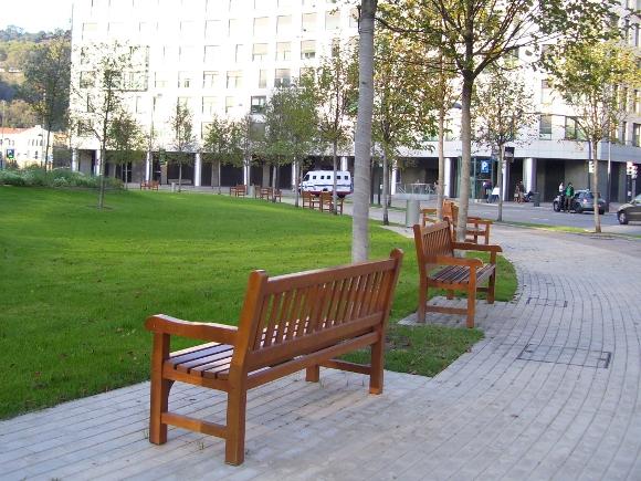 bancos Goteborg en la Plaza Euskadi, Bilbao