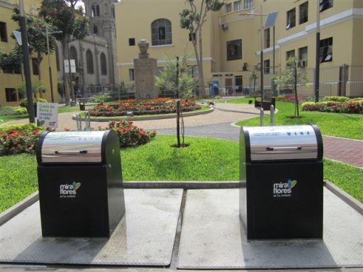 Equipamiento Urbano BENITO URBAN en Perú