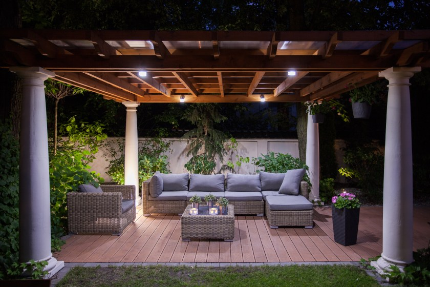 4 Reasons to Have Outdoor Accent Lighting
