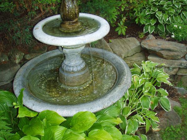 Decorating ideas to highlight your garden fountain