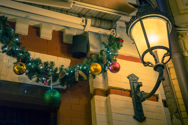 5 ways to decorate your porch for the holidays