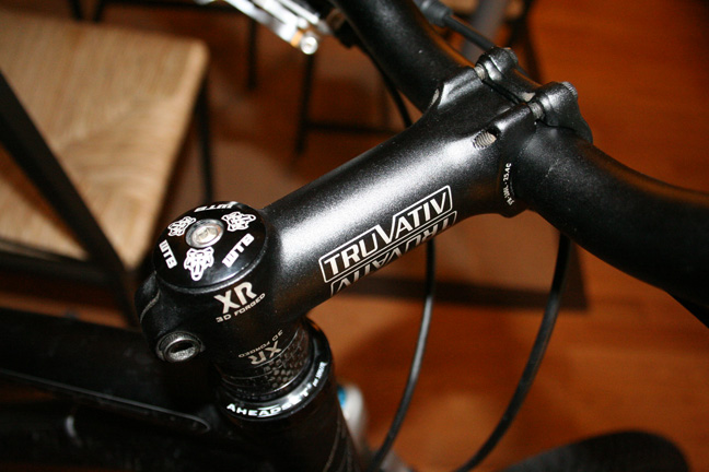 TRUVATIV headset and riser bars