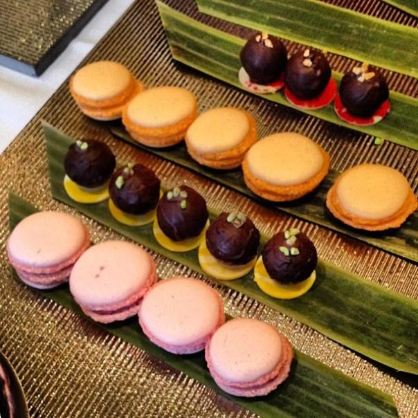Cute #macaroons & chocolate balls from @eborestaurant #foodtalksvan - from Instagram