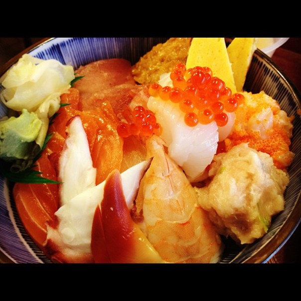 My first meal today! Onakasuita!  #Chirashidon - from Instagram