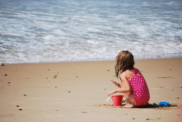 bambino mare