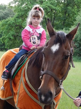 bambino cavallo