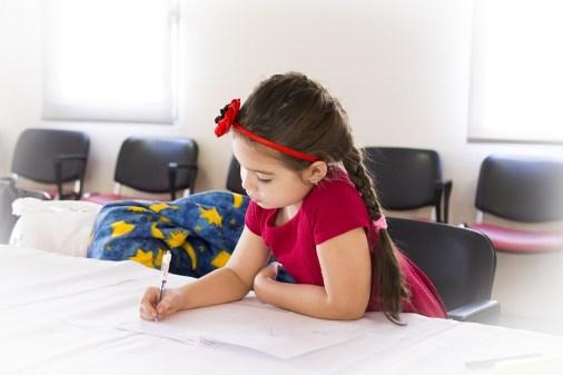 bambina-scuola