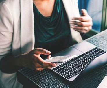 consumidor do futuro: está conectado no notebook e no celular ao mesmo tempo