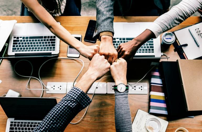 Equipe motivada e unida