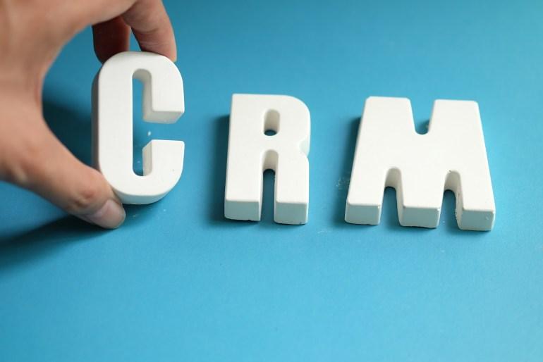 letreiro escrito CRM