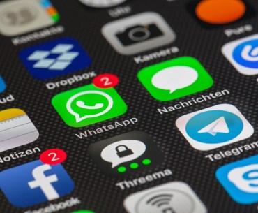 tela de celular com diversos canais de atendimento