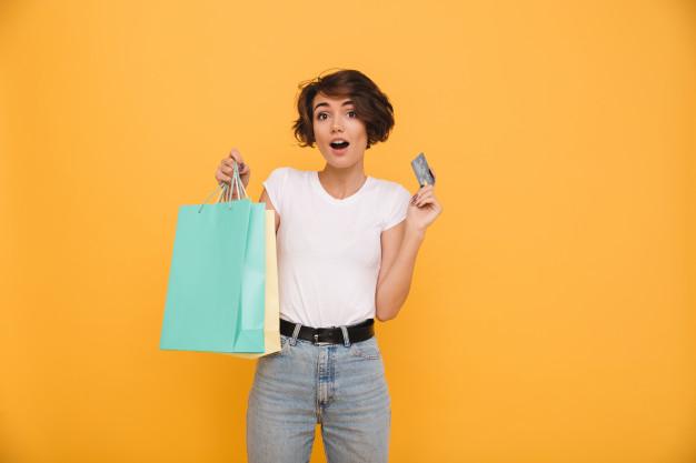 cliente feliz com compras