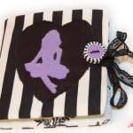 Nadelheft - Nadelbuch schwarz-weiß mit lila Pin-up-Motiv