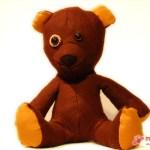 Teddy-Bär aus braunem Filz - auch er sucht ein neues Zuhause