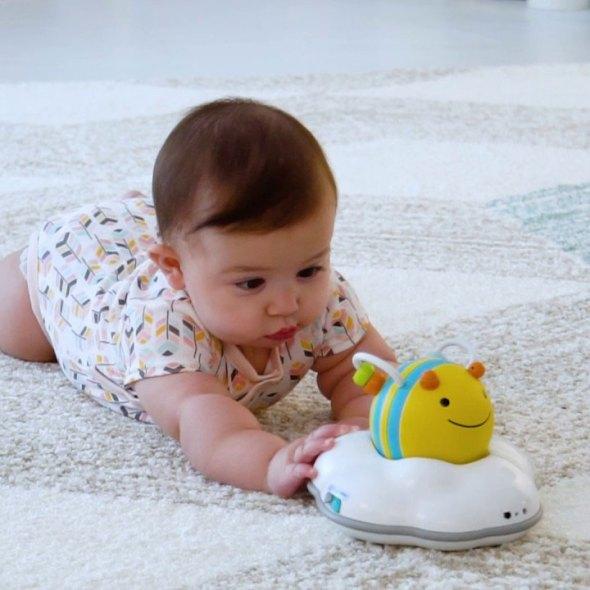 jugar en casa con bebés de 6-12 meses